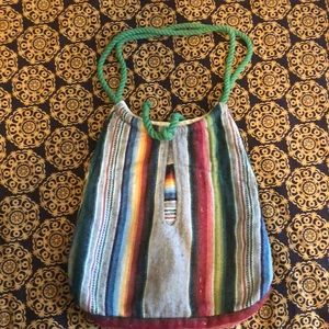 Tapestry vintage bag with green robe strap
